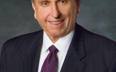 Profeta mormón asesora graduados del Estado de Dixie